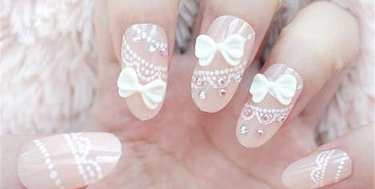 A amazing way for decorate nails